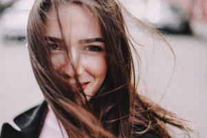 Wypełniacz zmarszczek – twój ruch w kierunku młodszej twarzy!