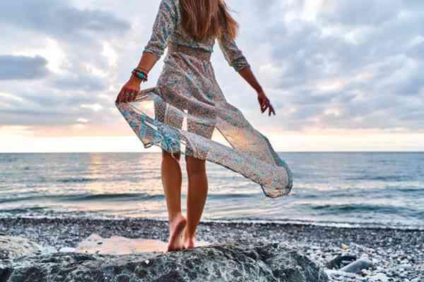 Sukienka z wiskozy - idealna na lato.
